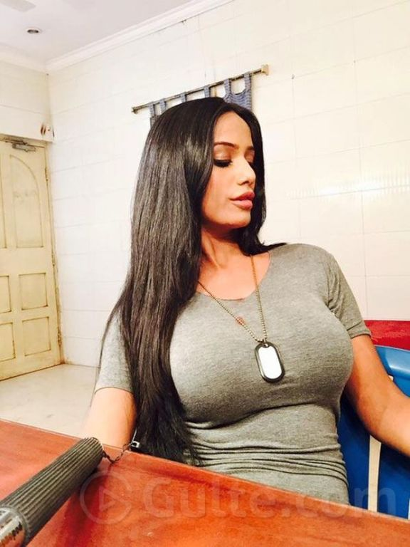 Jaw Dropping Hottest Selfies Of Poonam Pandey
