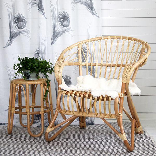 Parolan Rottingin matala Lumikenkätuoli on rottinkikalusteiden klassikko. Mukava, käsinojallinen tuoli valmistetaan käsityönä aidosta rottingista, joka on kestävä ja ekologinen luonnonmateriaali.
