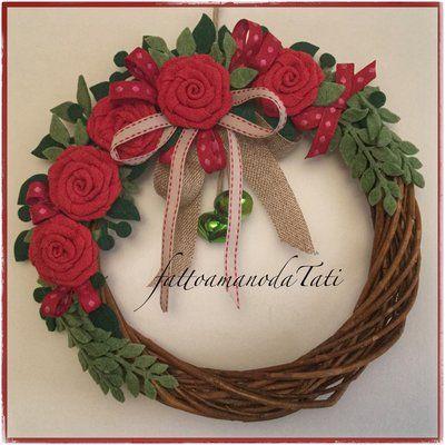 Photo of Grande corona di vimini con 5 rose rosse