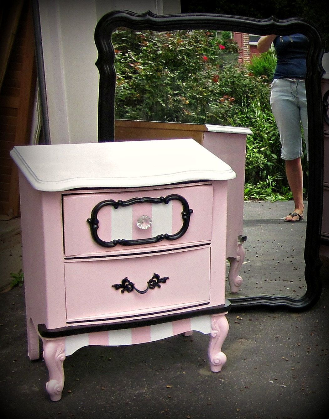 Petite french provincial paris dresser and nightstand for Pintar muebles laminados