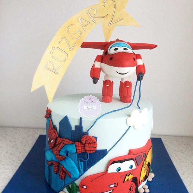 Harika Kanatlar Spiderman Simsek Mcqueen Seven Ruzgar Icin Tum Karakterler Pastasinda Boyle Bulustu Happysw Spiderman Cake Baby Shower Cakes 4th Birthday