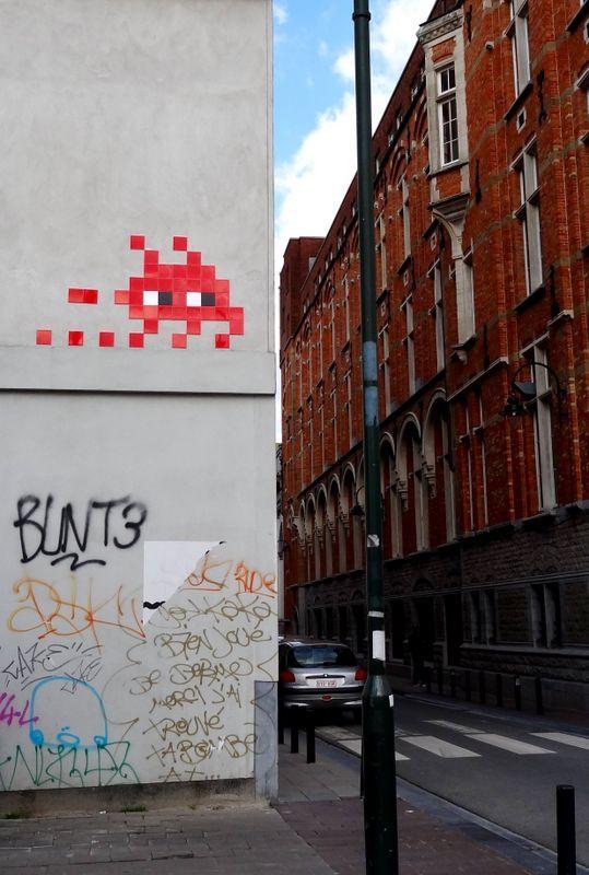 Street art Brussels - space invaders