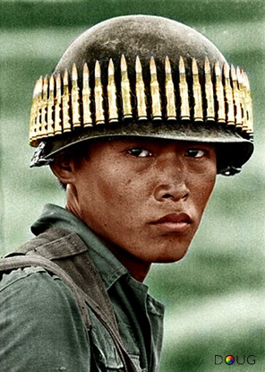 Chon Thanh South Vietnam An Arvn Airborne Paratrooper A Band Of Bullets Circling His Helmet Seems To Be Lost In Guerre Du Vietnam Histoire Militaire Guerre