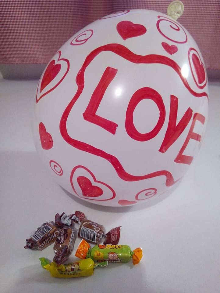 Aprende esta sencilla técnica para meter dulces adentro de un globo lo que te permitirá crear un pequeño detalle para sorprender a alguien e...