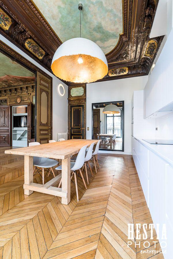 Cuisine de luxe rénovée à Paris style moderne dans appartement