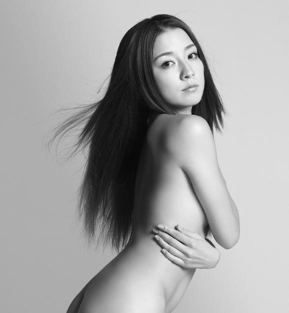 ヌードの伊藤歩