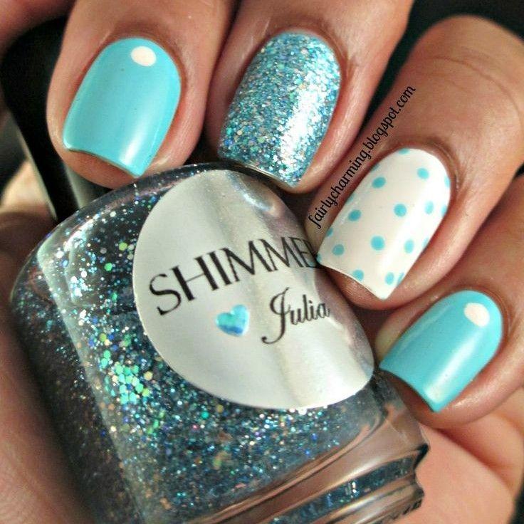 Lindas uñas decoradas con diseños variados, en azul celeste con un ...