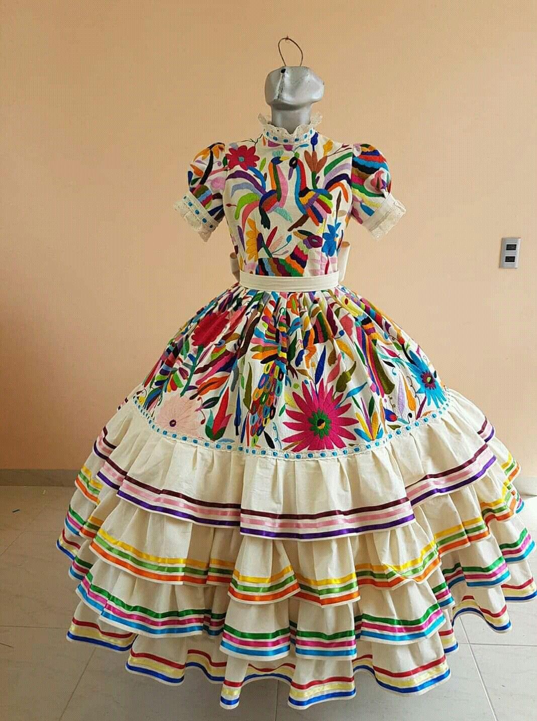 Trajes Bonitos En 2019 Vestidos Mexicanos Bordados