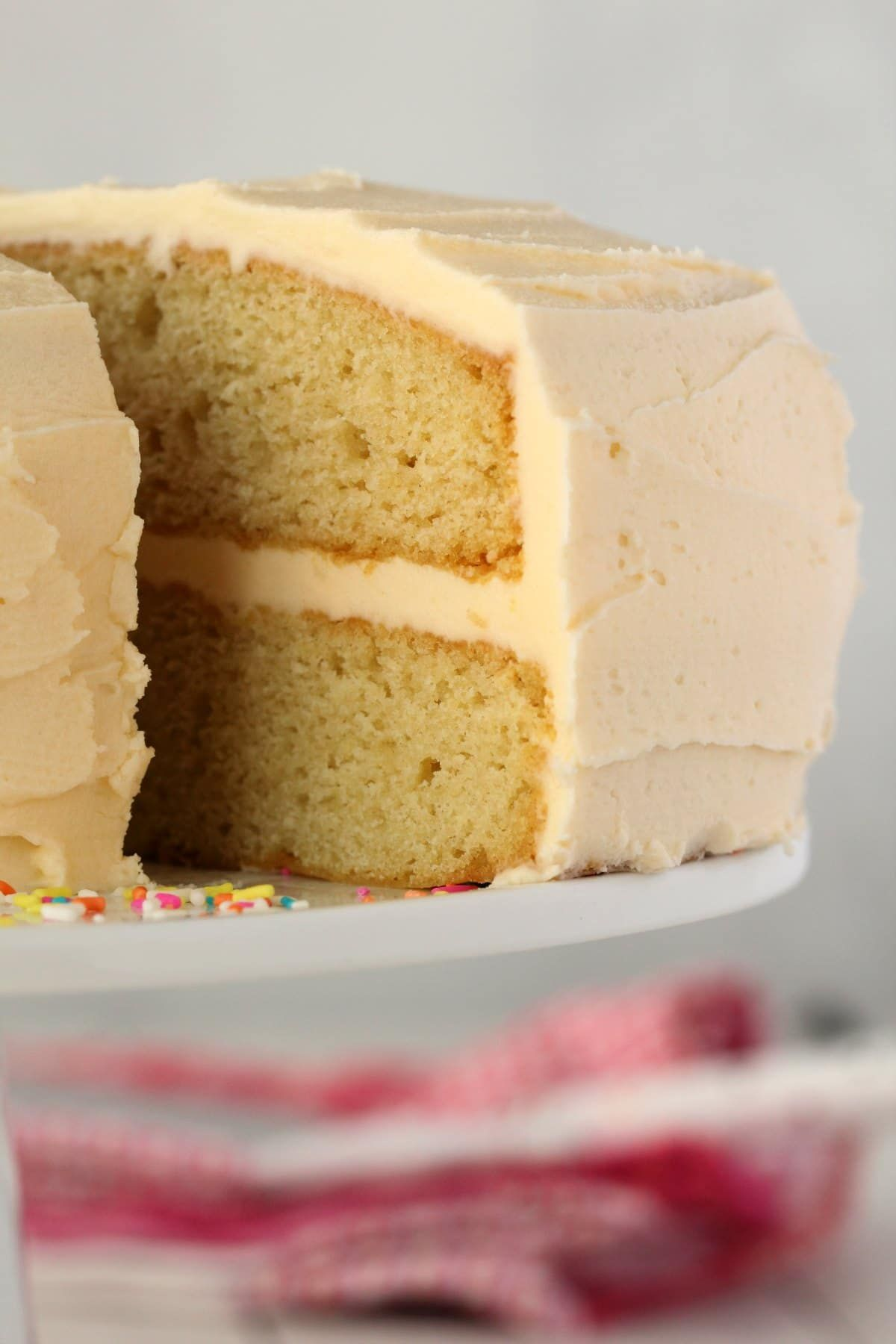 Light And Fluffy Vegan White Cake With A Gorgeous White Buttercream Frosting This Soft And Spo Vegan Buttercream Vegan Buttercream Frosting Vegan Cake Recipes