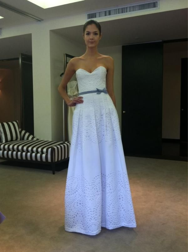 Eyelet Cotton Wedding Dress By Carolina Herrera A Little More Flow Y And This Would Be Perfect