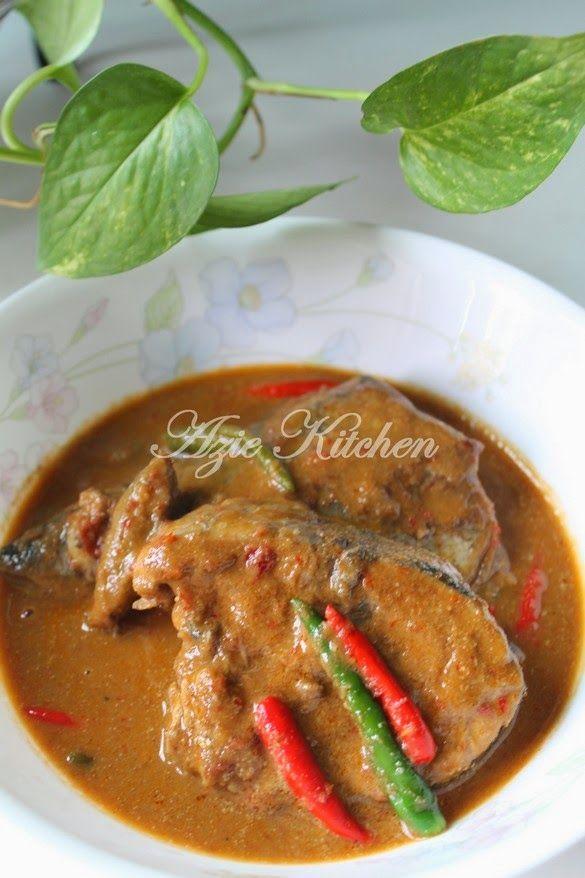 Azie Kitchen Gulai Ikan Tongkol Untuk Nasi Dagang Asian Cooking Malay Food Malaysian Cuisine