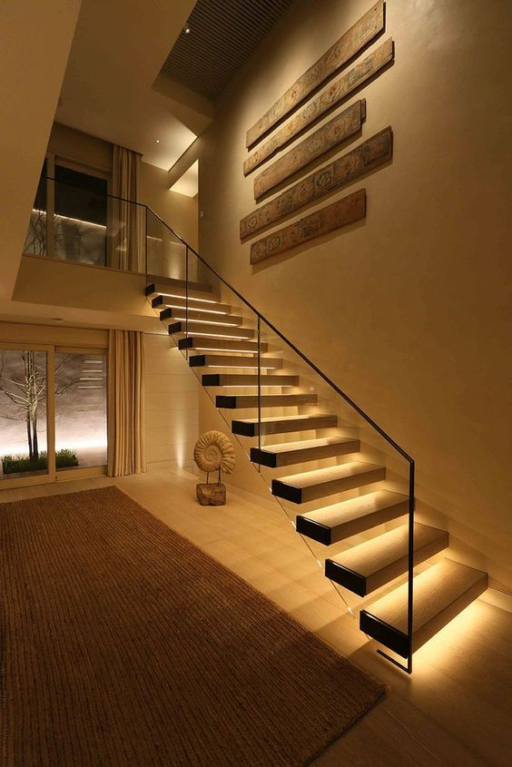 Looks like a floating staircase with lights under each - Iluminacion escaleras interiores ...