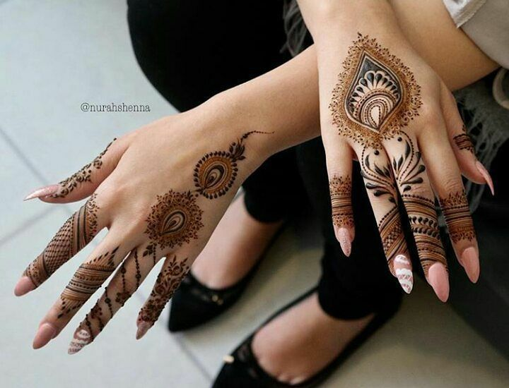 32 Stunning Back Hand Henna Designs To Captivate Mehndi Lovers Hand Henna Henna Tattoo Hand Henna Tattoo Designs