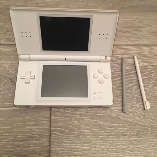 White Nintendo DS Lite Handheld Game Console With Brain Training Game https://t.co/dKi1KunsOa https://t.co/5WD1ipxlLz