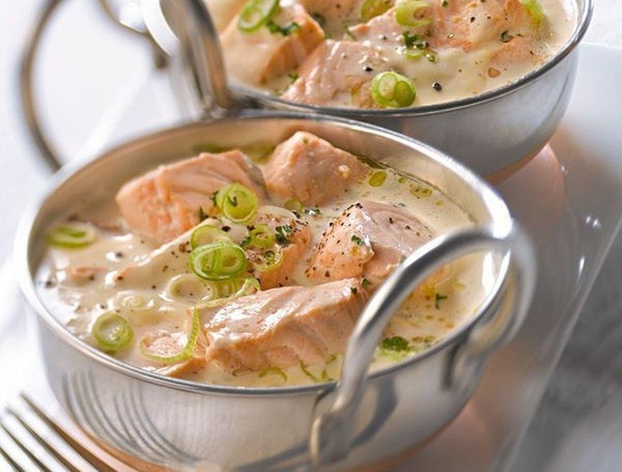 طريقه شهيه لتجهيز شوربة مرق اللحم بالتوابل مقادير 8اشخاص 2كجم من عظام البقر 20 كوب ماء بارد 2 حبة بصل متوسطة مقطعة Salmon Recipes Food Recipes Cooking