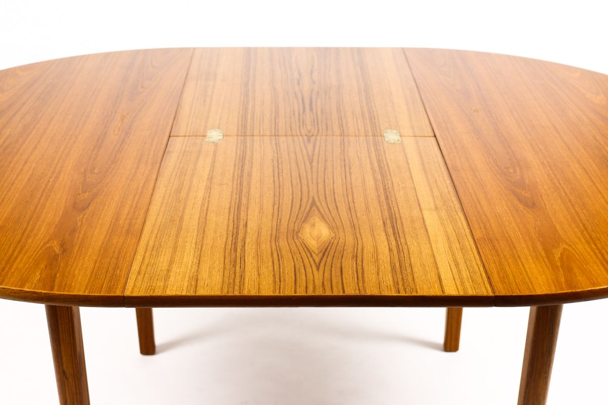1161 Danish Modern Mid Century Teak Expandable Dining Table Round Butterfly