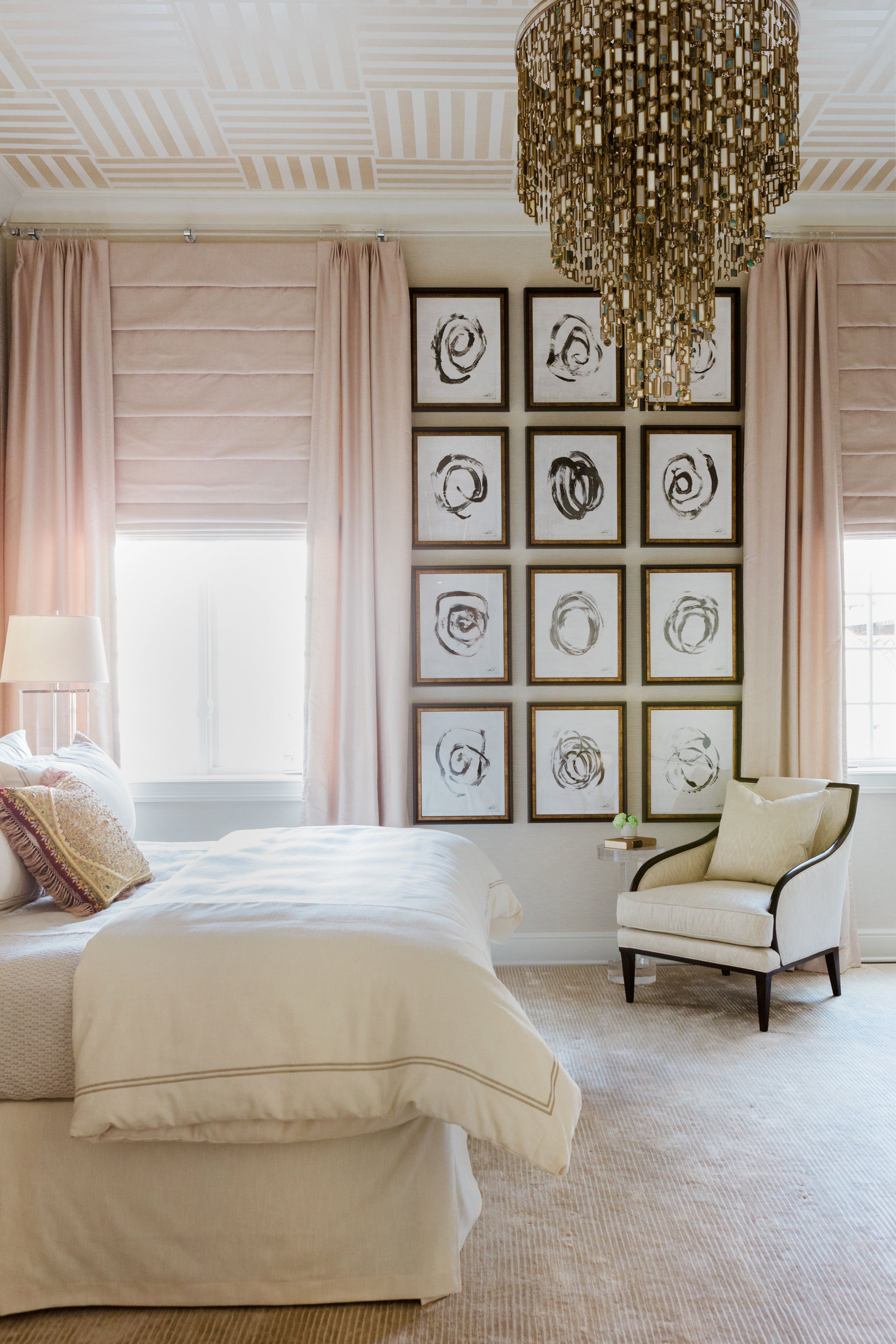 LAKEWOOD ANTHONY MICHAEL INTERIOR DESIGN Gallery wall