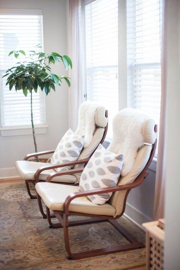 10 Times The Ikea Poang Chair Looked Definitively Chic Ikea Living Room Ikea Poang Chair Living Room Chairs