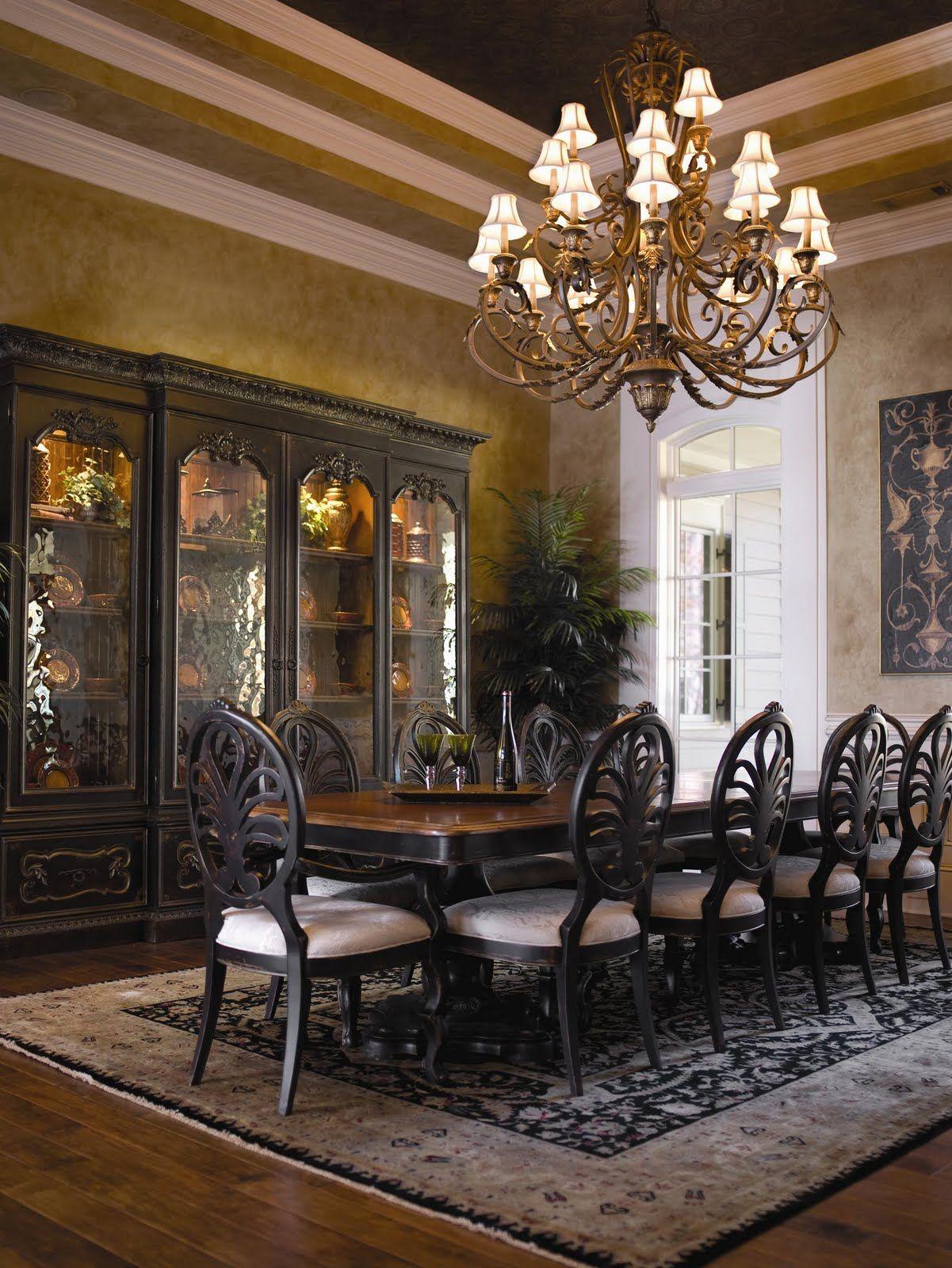 Breakfast Room Design: Luxury European Dining Room