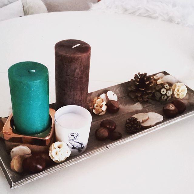 Deko mit Kerzen und Kastanien