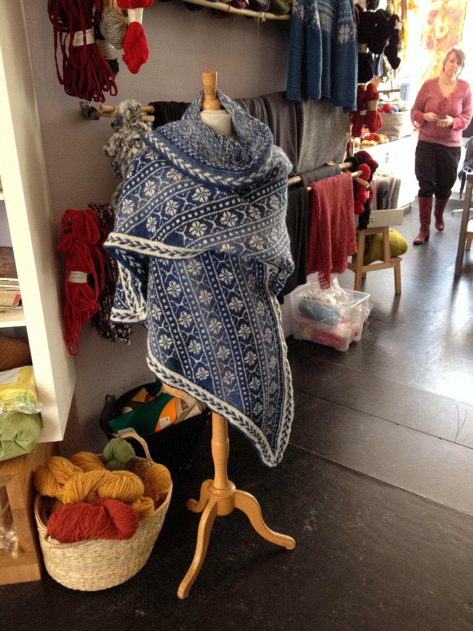 Persnas shawl uit het boek öland breien van Marja de Haan. Gemaakt voor Weldraad