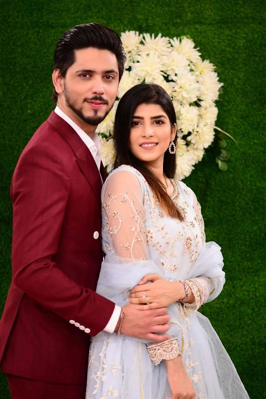 Newly Wed Couple Ahmed Godil With His Wife Asra Gets Wedding Feast In Good Morning Pakistan Show In 2020 Newlyweds Couples Wedding