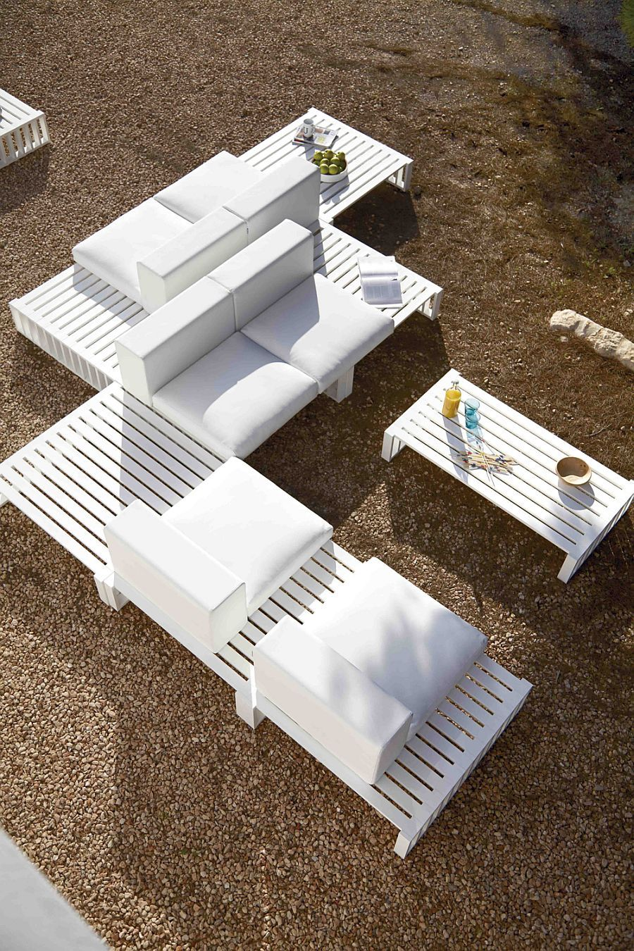Spanish Design: Enduring Aesthetic Furniture   Mobiliario jardin ...