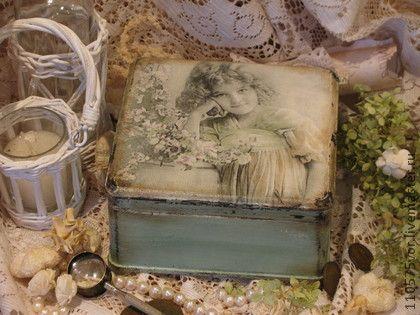 `ROMANTIC.....` Шкатулка для украшений.. Винтажная шкатулка для хранения украшений. Выполнена в технике декупаж. В работе использованы краски и лак на водной основе.