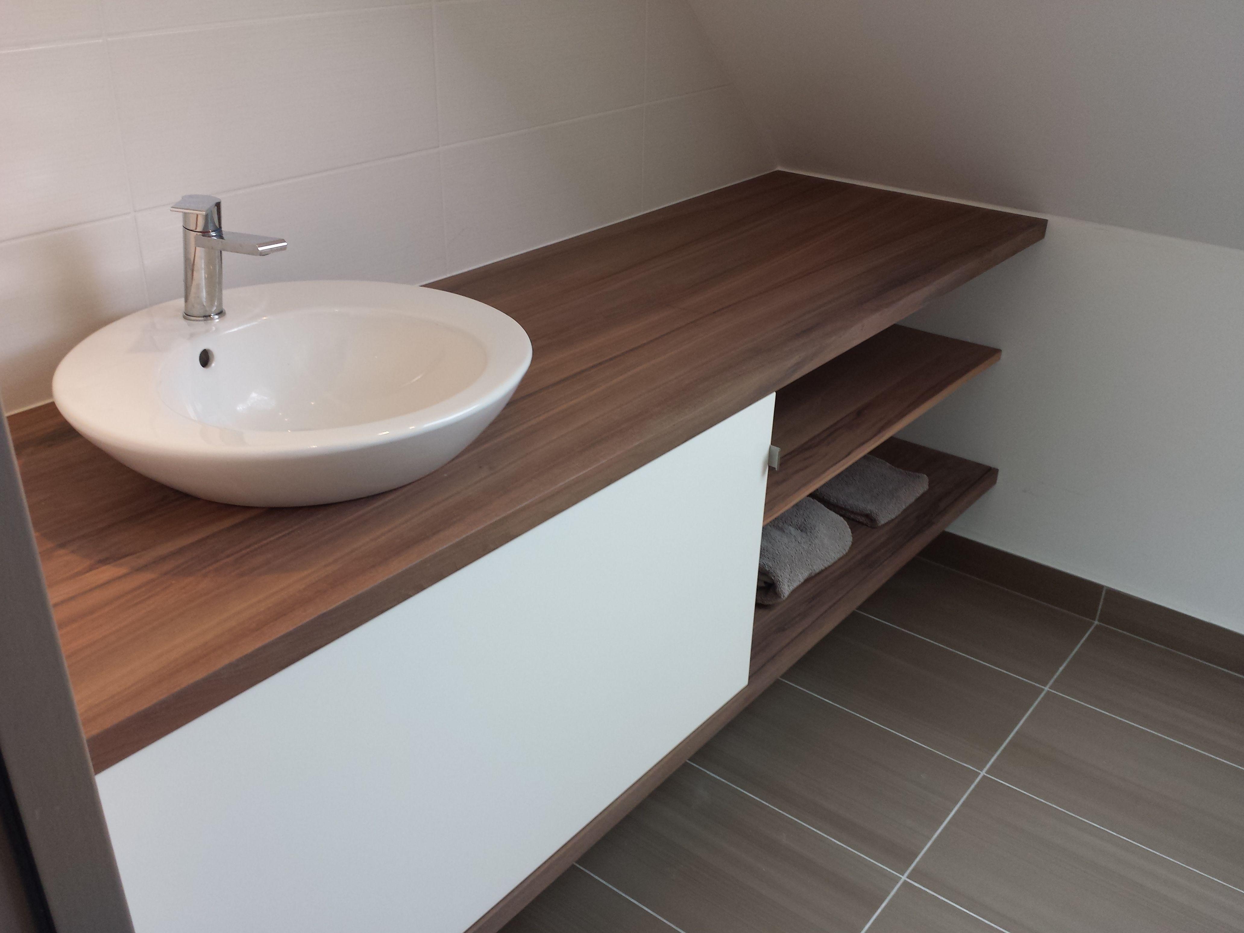 vasque semi-encastrée au plan de travail  Salle de bains studio