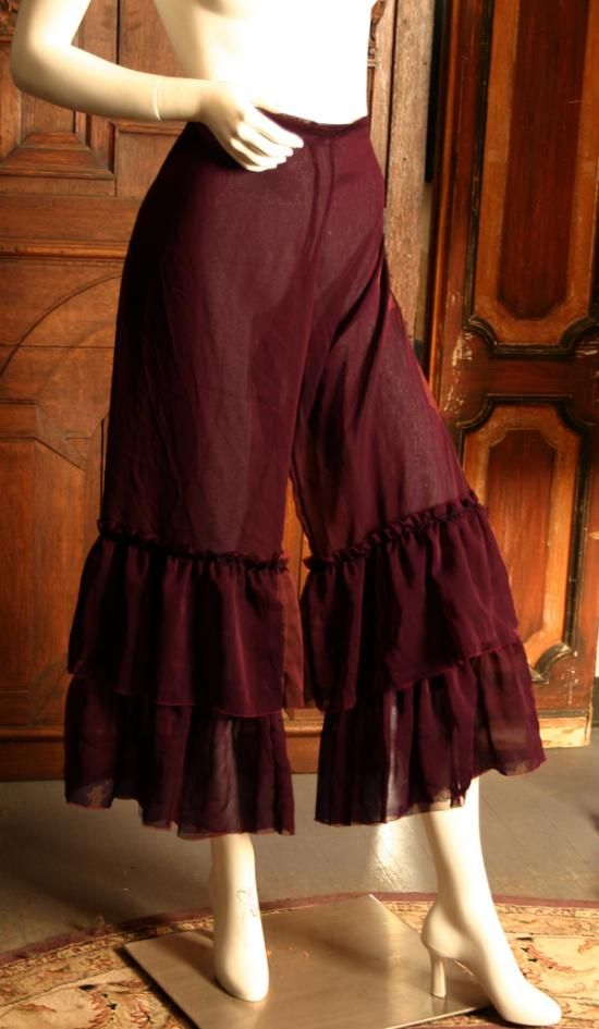 Pantalettes! They look easy enough to make, and so comfortable! - Vielleicht noch eine Stufe mehr und dann in lang...