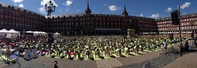 Rodaje FreeYoga Masterclass by Oysho en la Plaza mayor de Madrid. #yogaonline #yoga #freeyoga