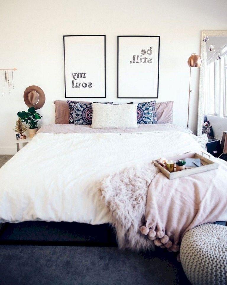 61 Awesome Minimalist Master Bedroom Decorating Ideas Bedroomdesign Bedroomdecor Bedroomdec First Apartment Decorating Bedroom Decor Bedroom Decor Design