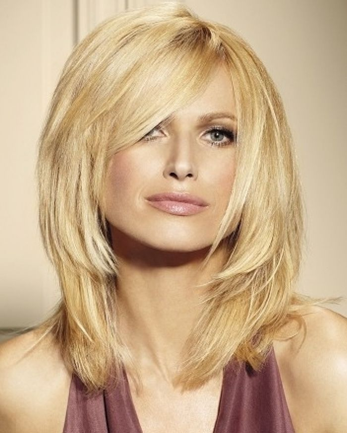 Medium Length Hairstyles For Thick Hair With Side Bangs 4