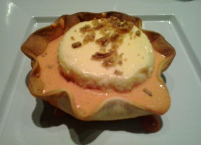 Flan de queso con salsa de piquillos para #Mycook http://www.mycook.es/receta/flan-de-queso-con-salsa-de-piquillos