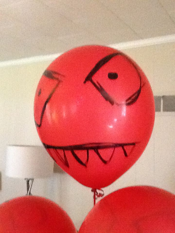 Plants vs zombie balloon decor