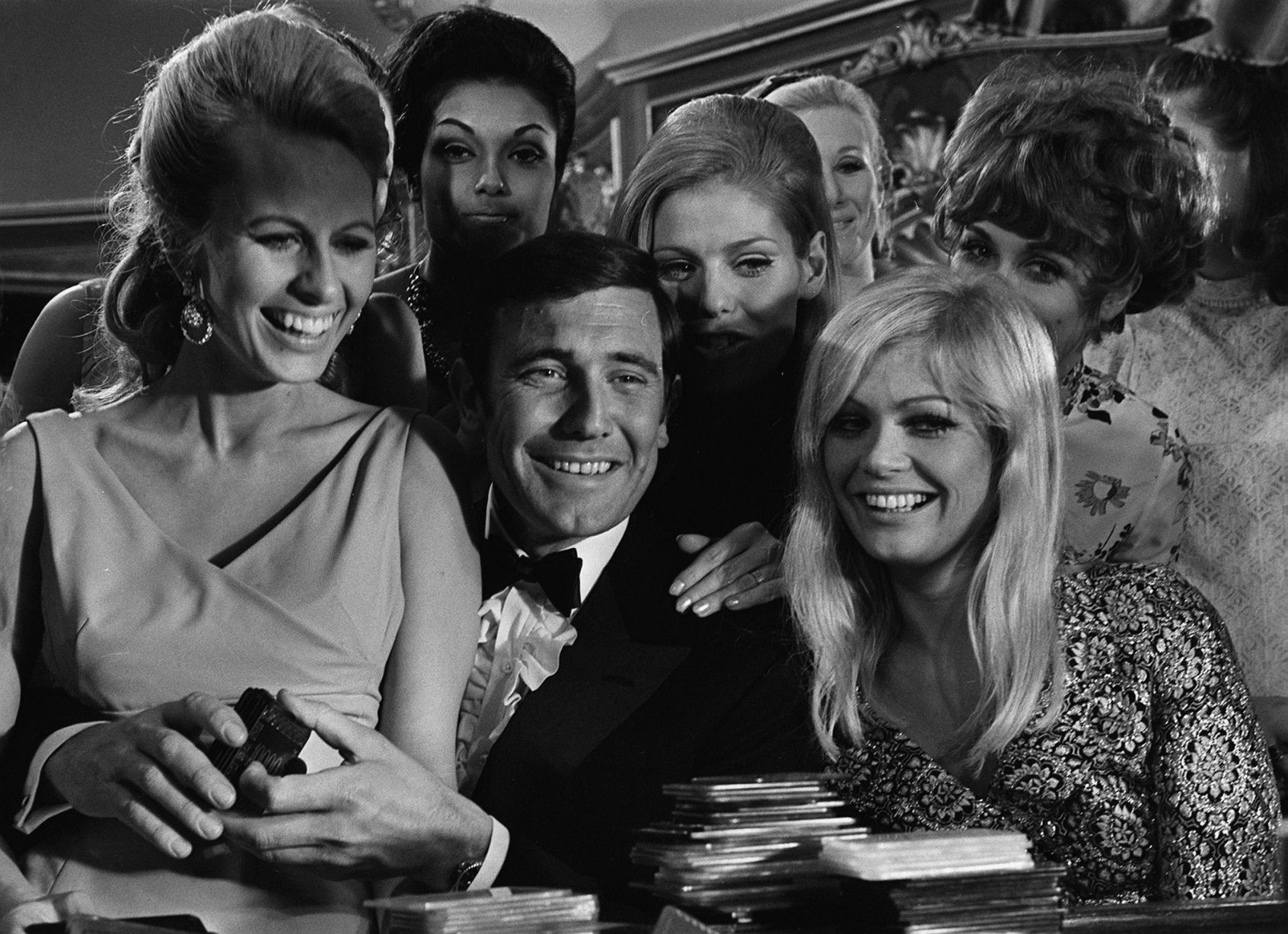 James Bond classic photos James bond, lazenby, Bond