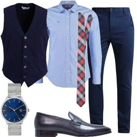 Pantalone modello chino abbinato a camicia slim fit, maniche lunghe e gilet monopetto. Cravatta fantasia a quadri. Comodo mocassino e orologio in acciaio.