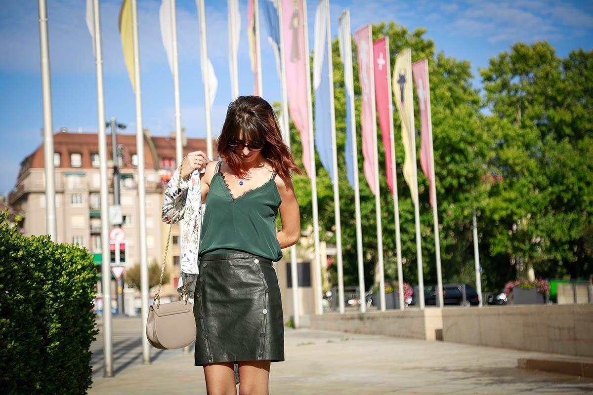 6cf2de826695e8 Je vous montre comment porter la mini-jupe en cuir | ELEGANCIA ...