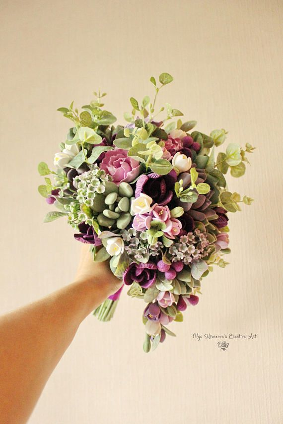 Alternative wedding bouquet Keepsake succulent bouquet Teardrop bouquet Cascading bouquet Purple gre #fantasticweddingbouquets
