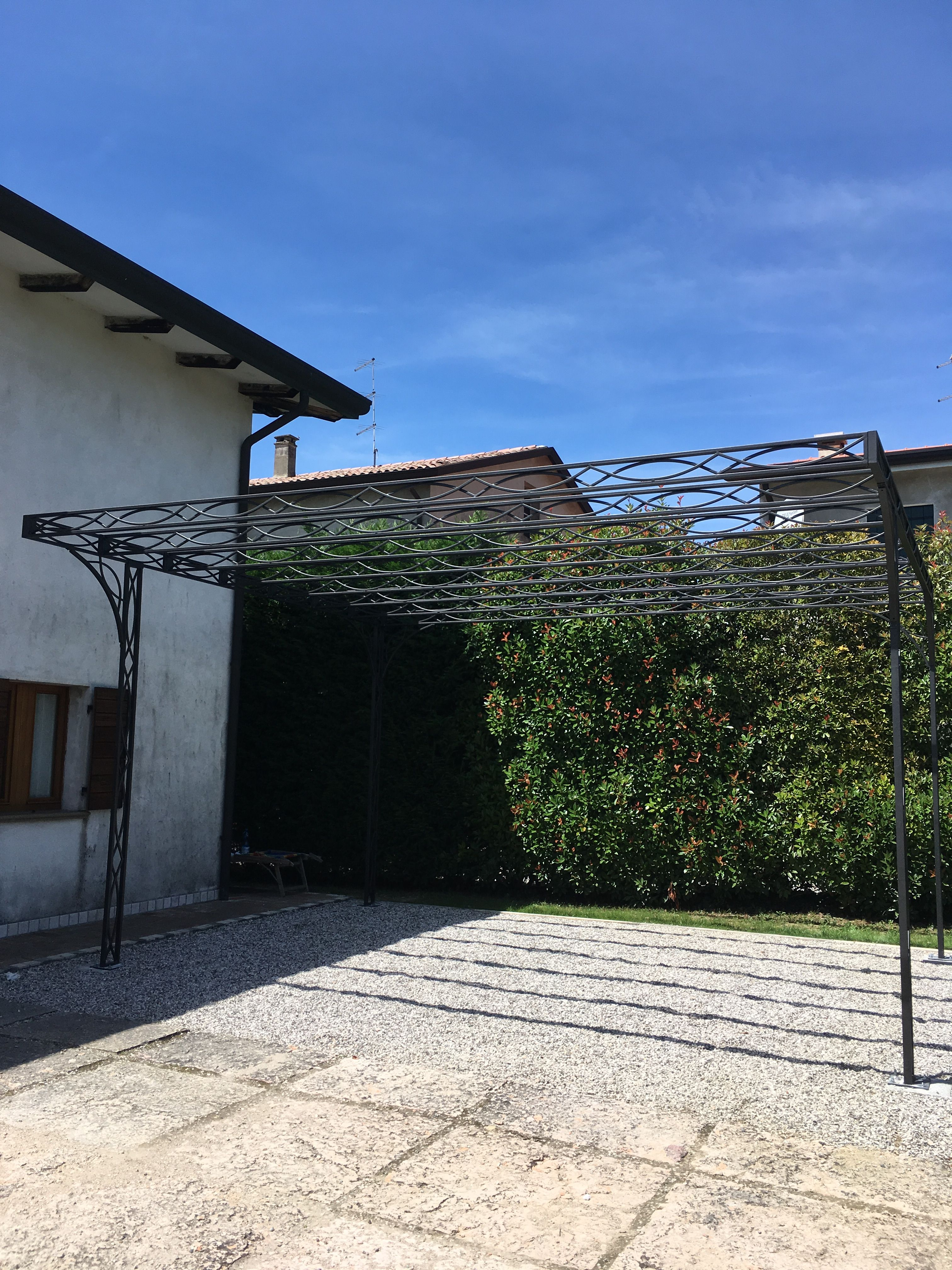 pompeiana in ferro lavorato verniciato nero grafite | Box tettoie ...
