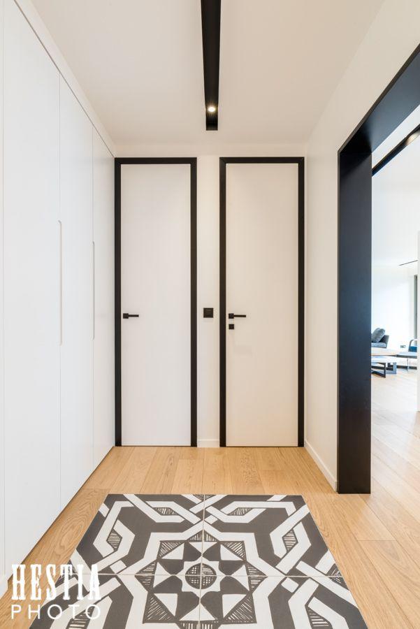 Couloir carrelé symétrique - photographe appartement et maison à
