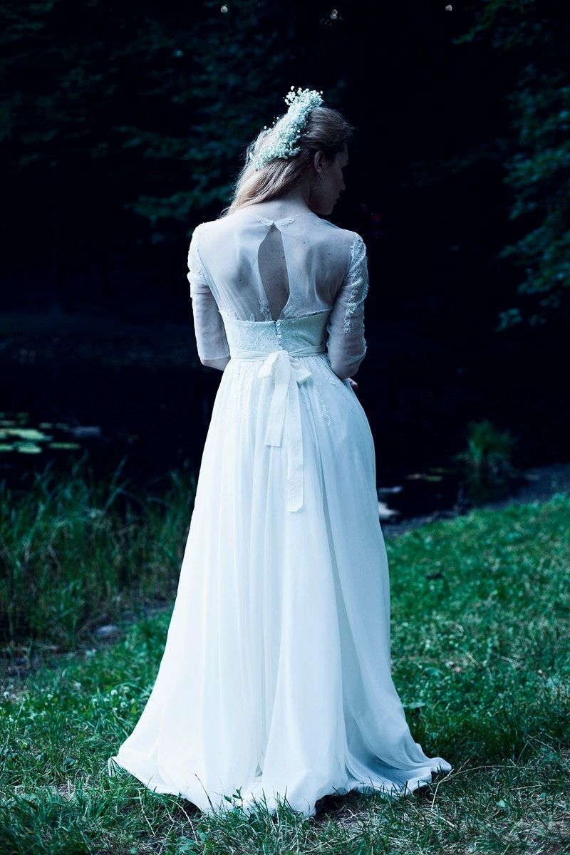 Pure white corsetry wedding dress with open back and lace decoration