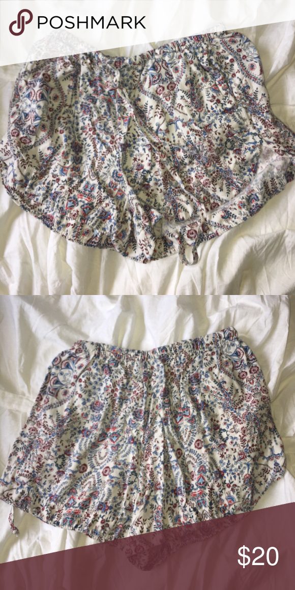 Paisley Cotton Brandy Melville Shorts loose casual fittin paisley printed shorts from brandy melville Brandy Melville Shorts