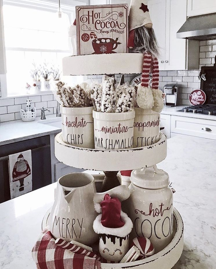 CHRISTMAS FARMHOUSE TIERED TRAYS THAT WILL WARM YOUR HEART #tieredtraydecor