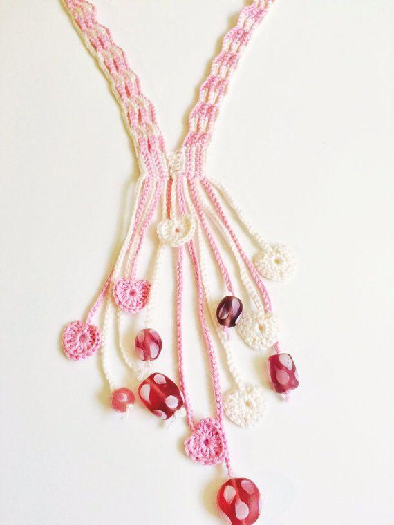 Rose and cream hearts long crochet necklace | Collares, Bisutería y ...