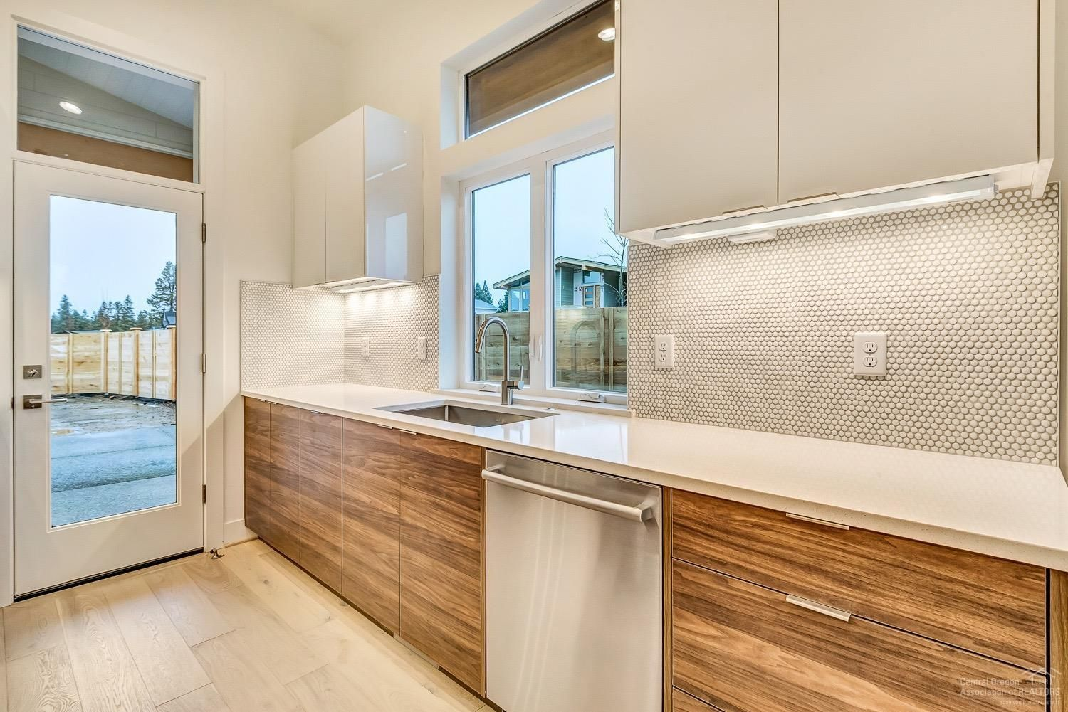 Love the way the under-cabinet lighting in this modern ...