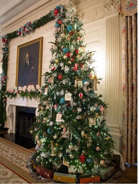 Behind The Scenes Of Hgtv S White House Christmas Tour White House Christmas Christmas Tours