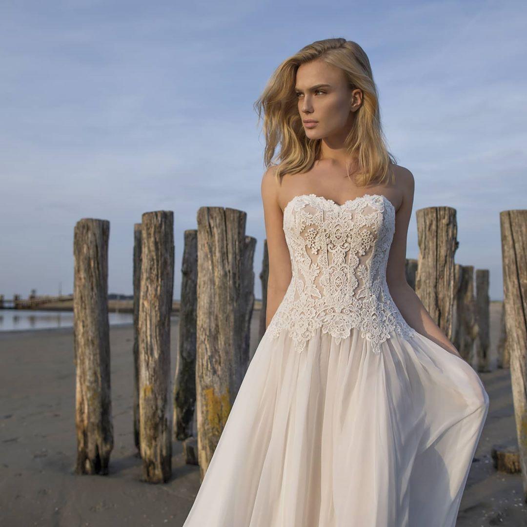 Fließendes Vintage-Brautkleid in 5  Dresses, Strapless wedding