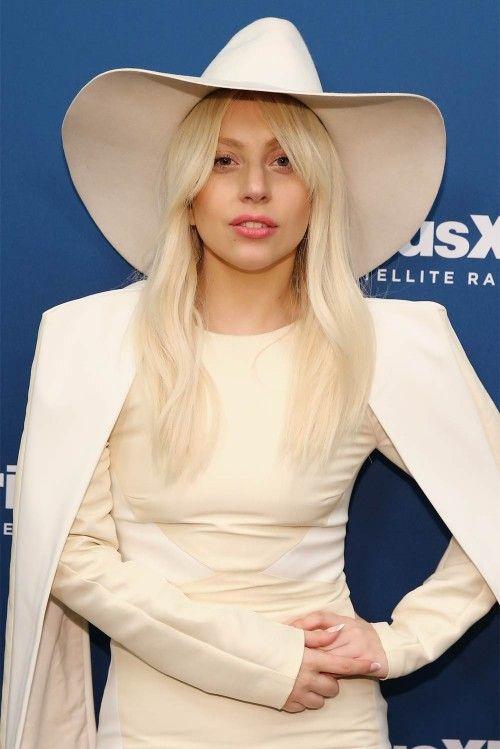 Леди Гага в белой шляпе   Новые фото знаменитостей ...