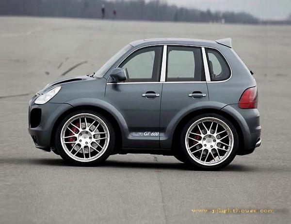 Lol A Smart Car Porsche Cayenne So Cute